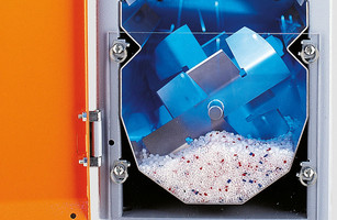 Dosing and mixing of plastics